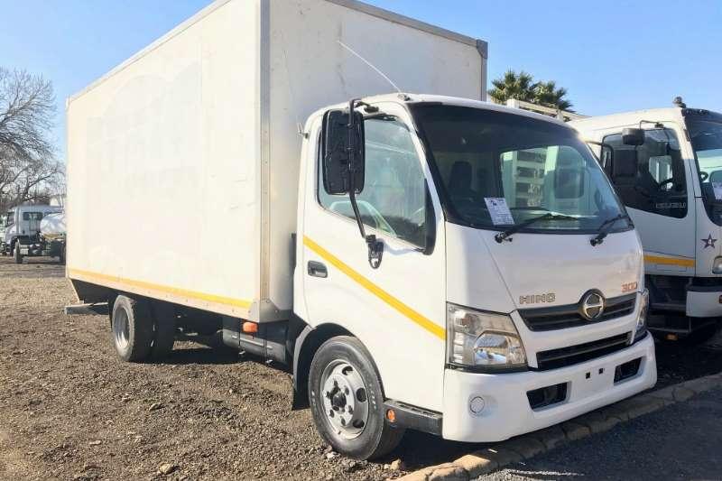 Hino Truck Volume Body 300 814 Volume Body 2013