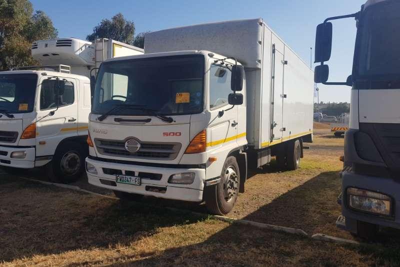 Hino Truck Volume body 500 1324 2016