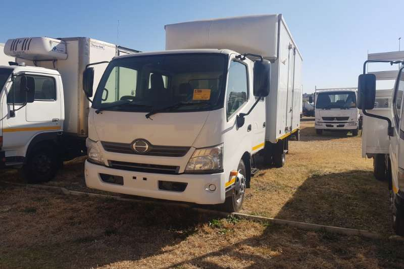 Hino Truck Volume body 814 Double Cab 2012