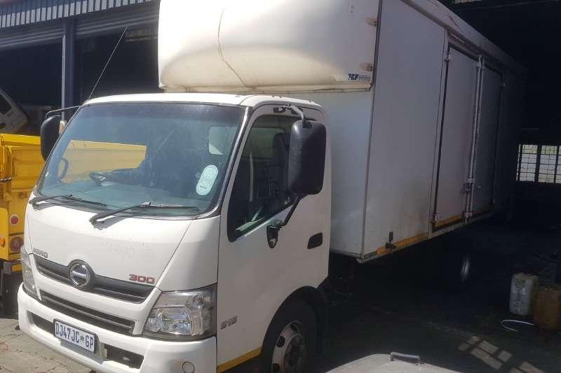 Hino Truck Volume body 915 2014