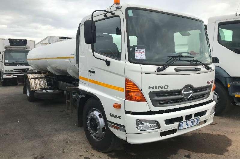 Hino Truck Water tanker 2015 Hino 500 1324 8000L water tanker 2015
