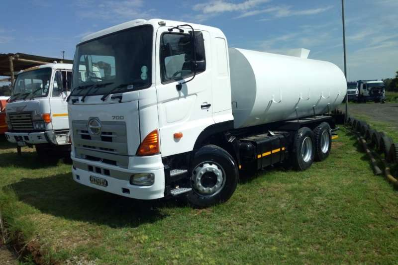 Hino Truck Water tanker 700 with new 18000Lt water tank with hydraulic PTO 2007