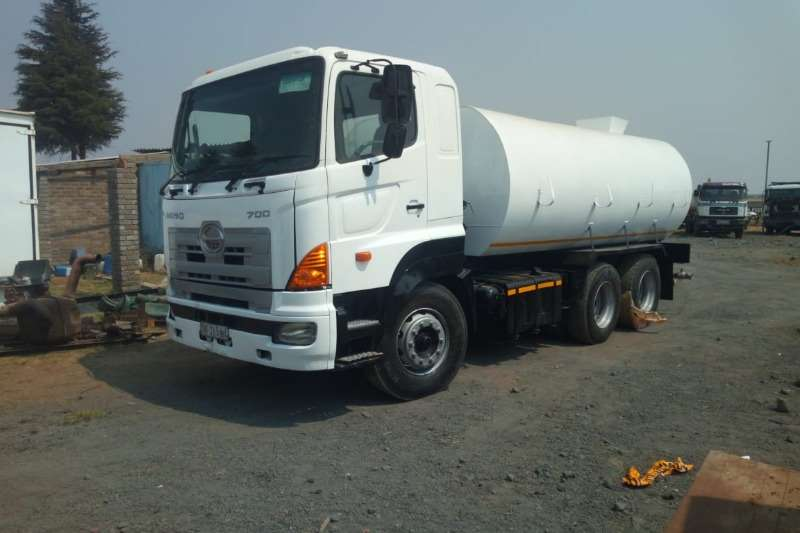 Hino Truck Water tanker 700 with new 18000Lt water tank with hydraulic PTO 2009