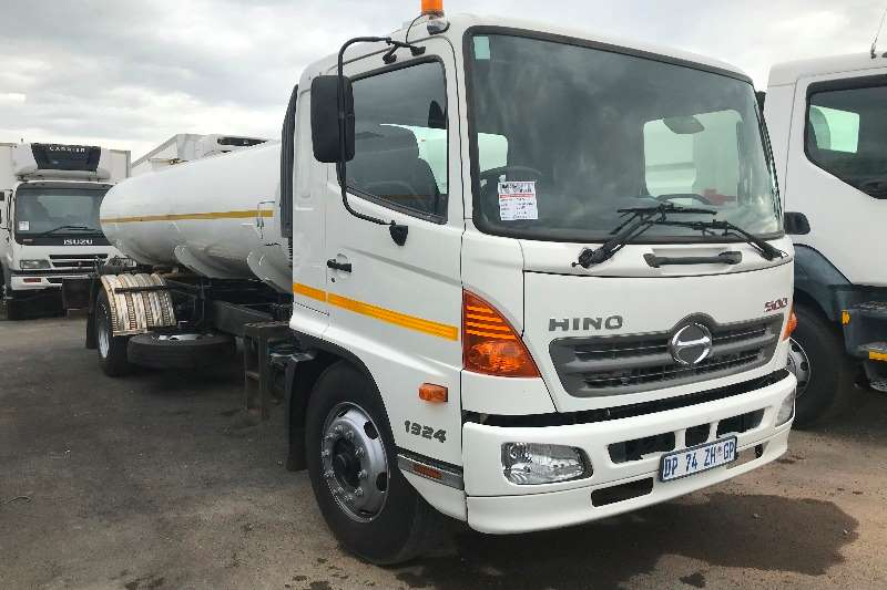 Hino Water bowser trucks 2015 Hino 500 1324 8000L water tanker 2015