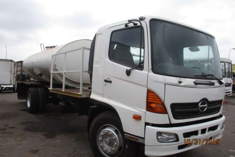 Hino Water bowser trucks HINO 15 258 WITH 12000 LITRE WATER TANKER 2005