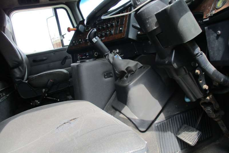 International 9800i Pro Sleeper Truck