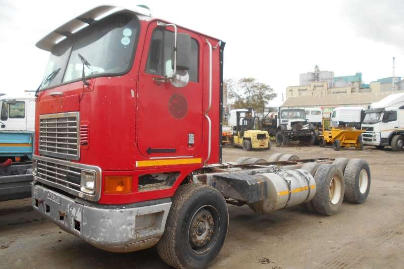 International Truck Chassis cab IH 9800 2000