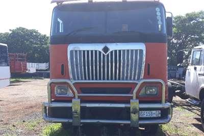 International INTERNATIONAL 2 AXLE HORSE Truck