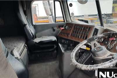 International INTERNATIONAL EAGLE 9800I PRO SLEEPER 6X4 HORSE Truck