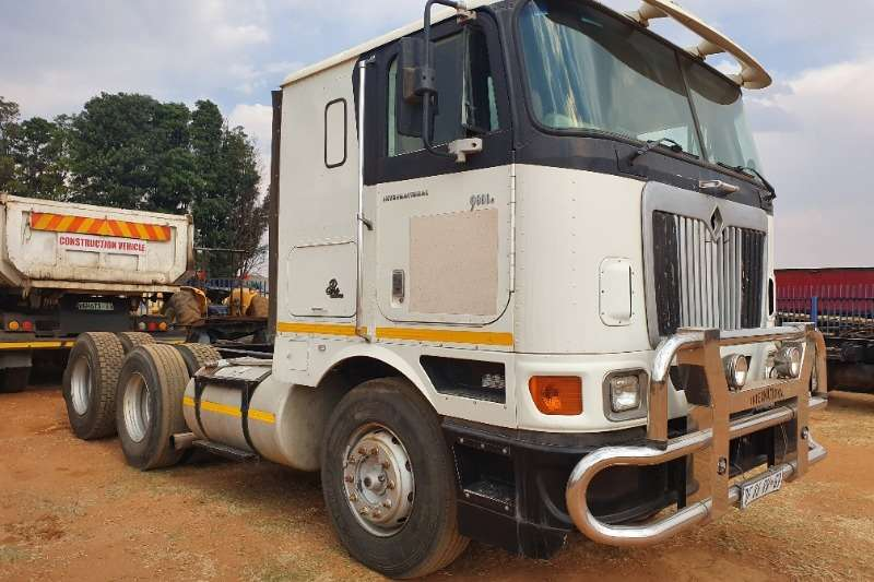 International Truck-Tractor Double axle 9800E 2010