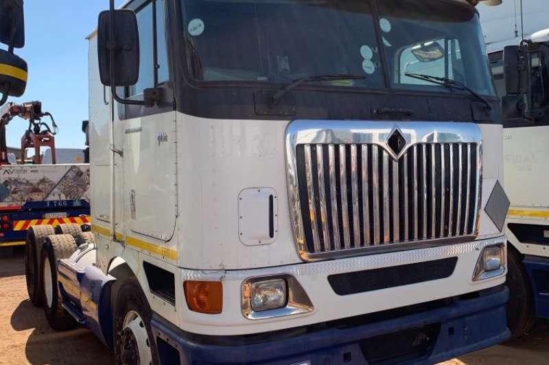 International Truck-Tractor Double axle 9800i 2010