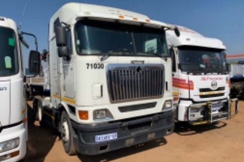 International Truck-Tractor Double axle 9800i 2010