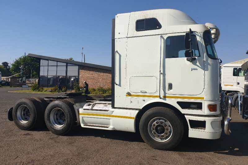 International Truck-Tractor Double axle 9800i 2011