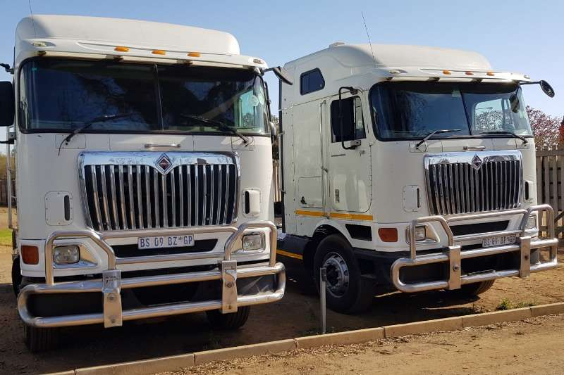 International Truck-Tractor Double axle 9800i 2013