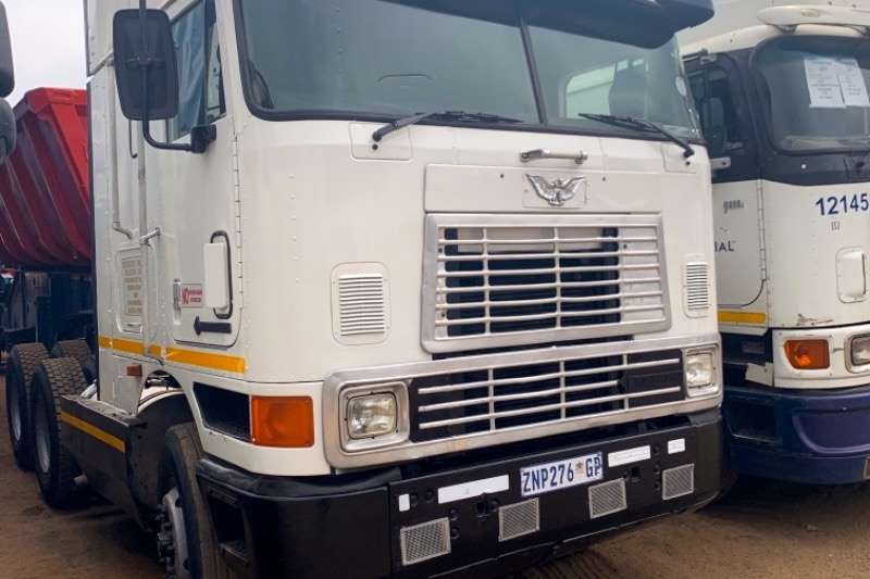 International Truck-Tractor Double axle EAGLE 2001
