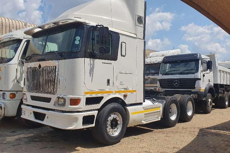 International Truck-Tractor Double axle INTERNATINAL 9800i 2004