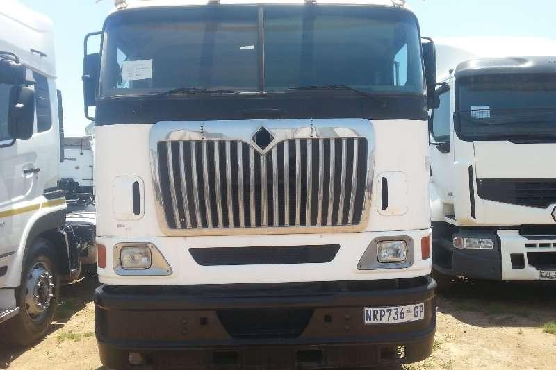 International Truck-Tractor Double axle INTERNATIONAL 2007