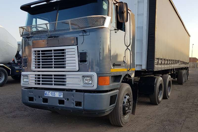 International Truck-Tractor Double axle International 9800 N14Celect Plus, Manual 1998