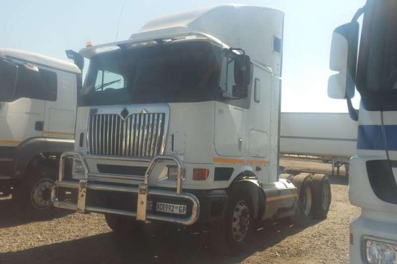 International Truck-Tractor Double axle International 9800i 6x4 Truck Tractor 2006