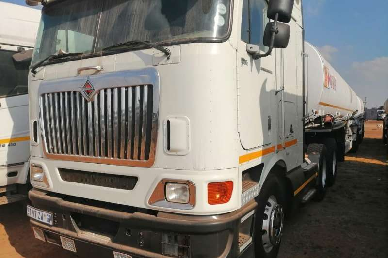 International Truck-Tractor Double axle INTERNATIONAL 9800I WITH A FUEL TANKER 2010
