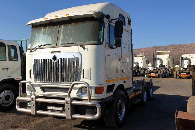 International Truck-Tractor Double axle Midroof 9800i 2012