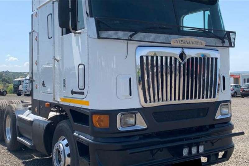 International Truck tractors Double axle 2001 International 9800i isx Cummins Motor 2001