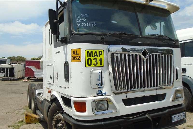 International Truck tractors Double axle 2002 1099