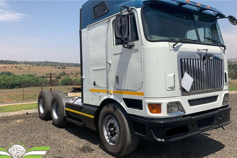 International Truck tractors Double axle 2012 International 9800i mid roof 2012