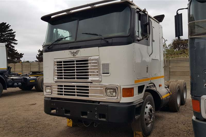 International Double axle 9800 Eagle Cummins N14C+ Manual Truck tractors