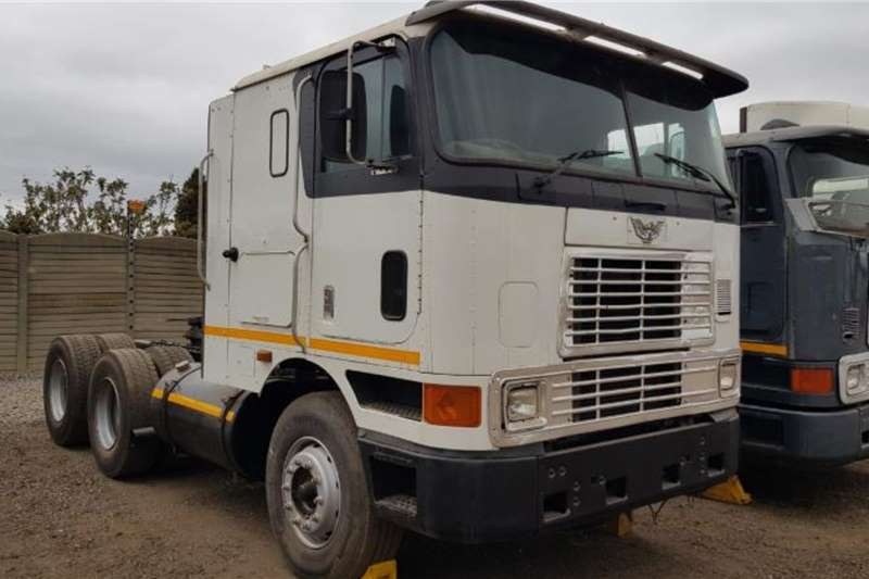 International Double axle 9800 N14 Celect Plus Manual. Refurbished Truck tractors