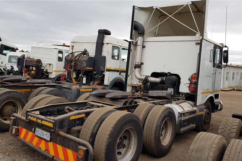 International Double axle 9800e ISX Manual Truck tractors