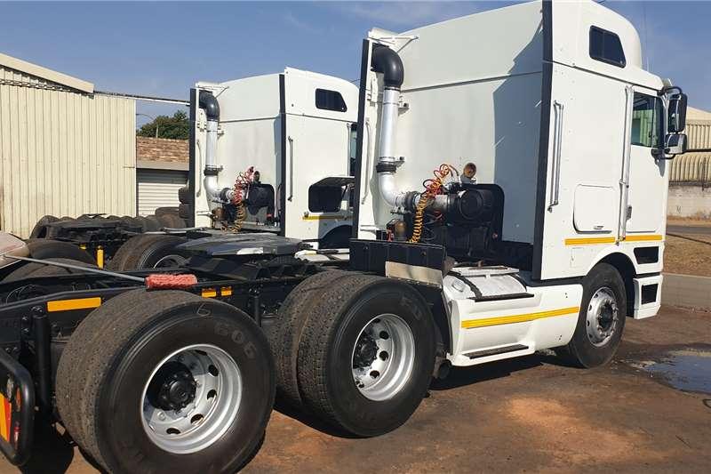 International Truck tractors Double axle 9800i 2012