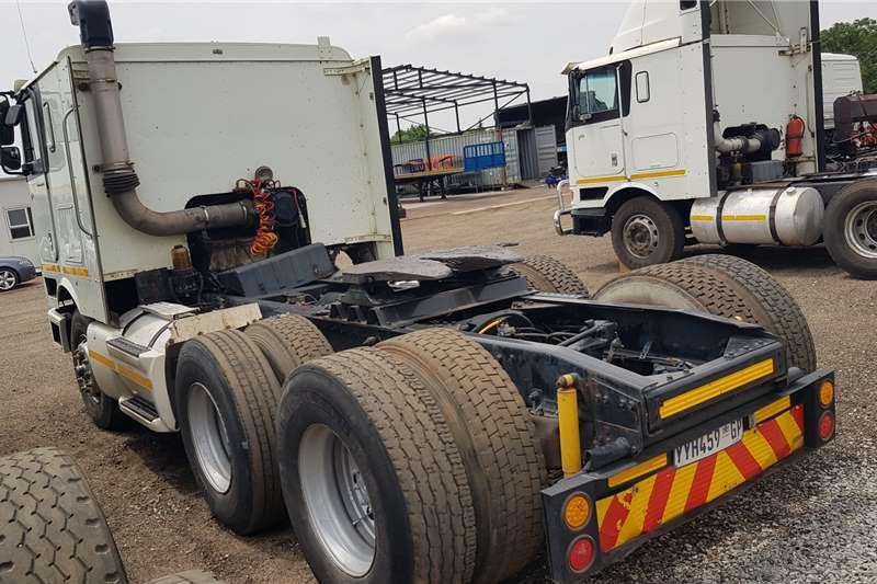 International Double axle 9800i ISX Auto Truck tractors