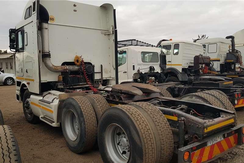 International Double axle 9800i ISX Auto Midroof Truck tractors
