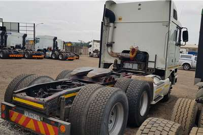 International Double axle 9800i ISX Auto Midroof Truck tractors