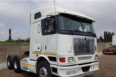 International Double axle 9800i Midroof Cummins ISX Auto Truck tractors