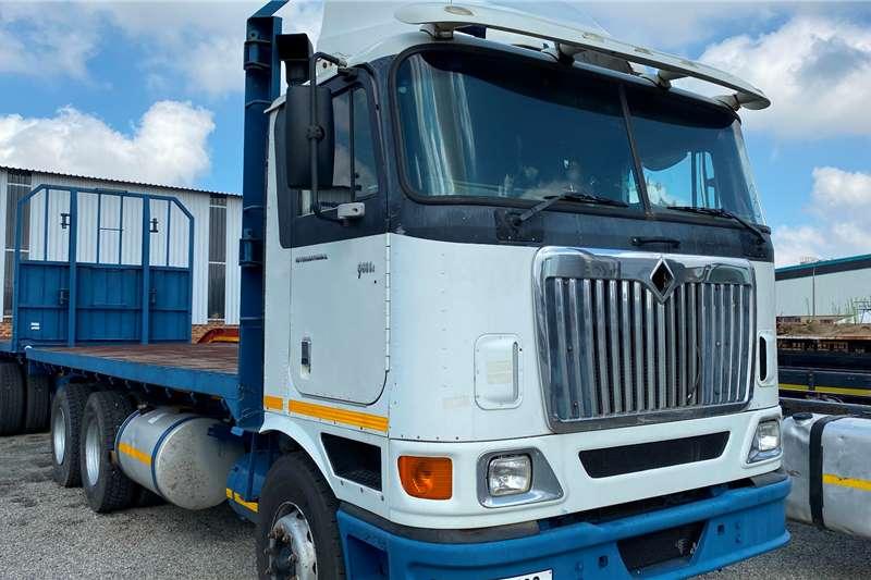 International Double axle 9800I Rigid Flatdeck Truck tractors