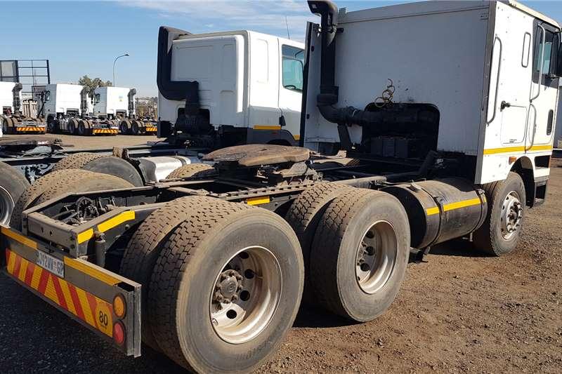 International Double axle EAGLE 9800 6X4 TRUCK TRACTOR Truck tractors