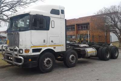 International Double axle Eagle 9800i 8 x 4 Rigid Truck tractors