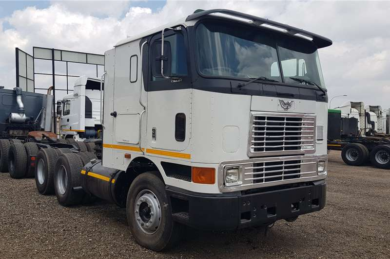 International Truck tractors Double axle International 9800 N14Celect Plus, Manual 1996