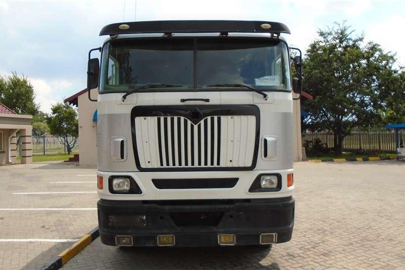 International Truck tractors Double axle International 9800i 2009