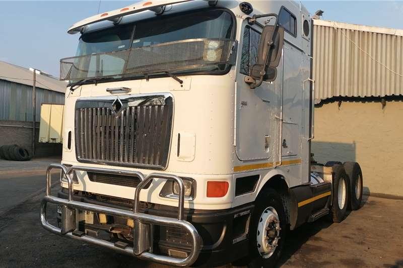 国际双桥国际9800i中顶卡车拖拉机
