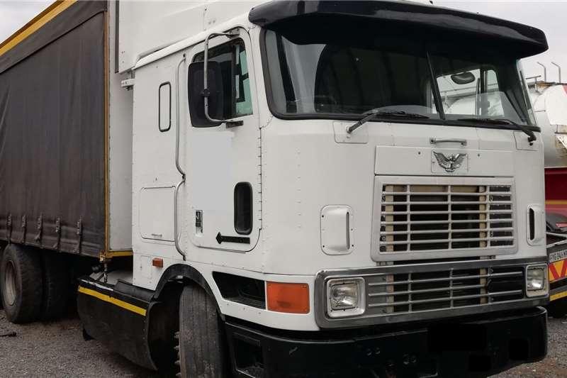 International Truck tractors Double axle International Eagle 9800i 2000