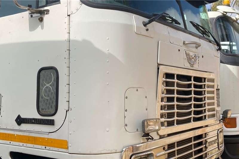 International Eagle 9800 6x4 Horse Truck tractors