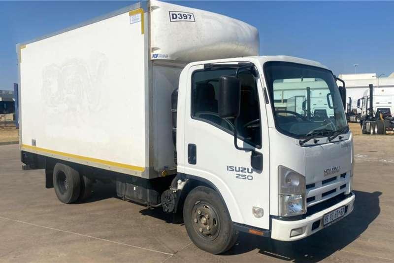 Isuzu 2018 ISUZU NMR 250, 4m Van Body, Side & Rear Doors Box trucks