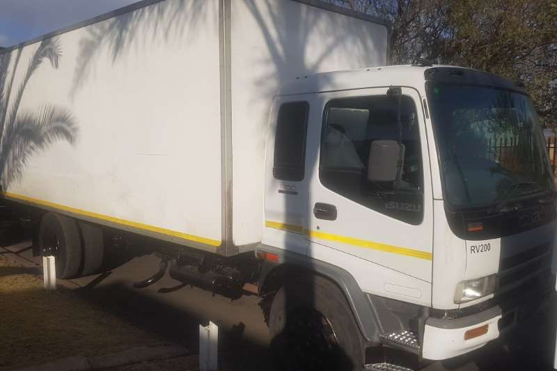 Isuzu Box Trucks FTR800 2006