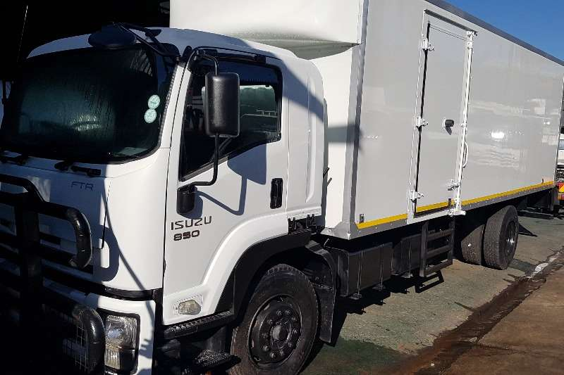 Isuzu Box trucks FTR850 2013