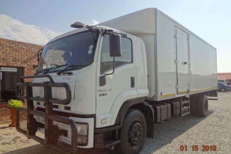 Isuzu Box trucks FTR850 van Body 2013
