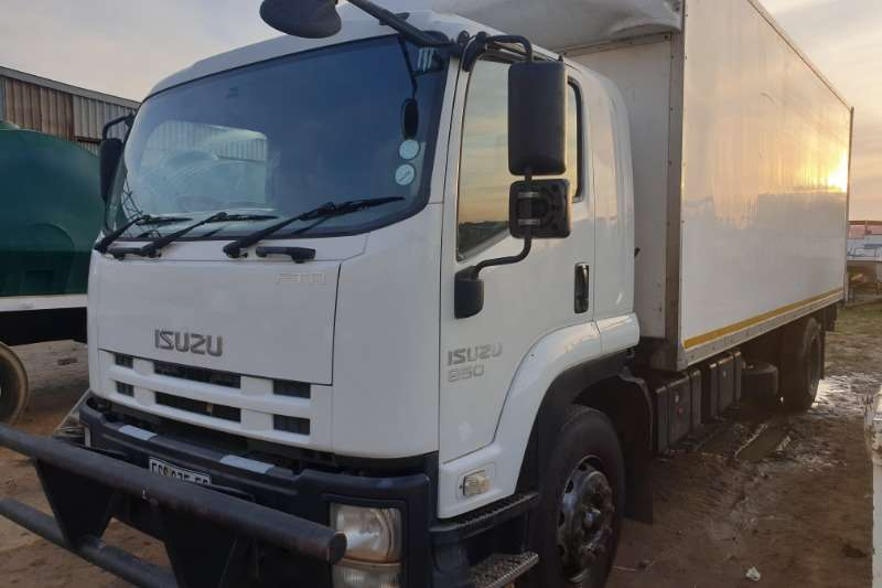 Isuzu Box trucks Isuzu 850 2011