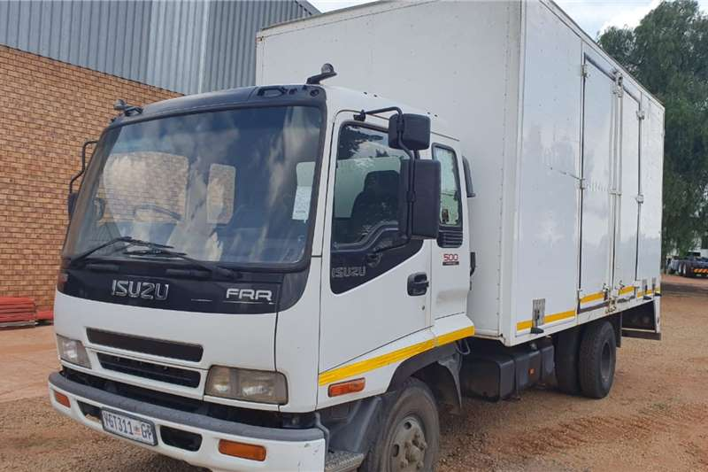 Isuzu Box Trucks ISUZU FRR500 CLOSED BODY 2009
